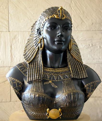 تمثال برنزي رائع لملكة الجمال كليوباترا