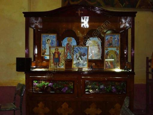 رفات للقديسين بالكنيسة.