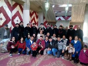 وفود رسمية وشعبية تهنئ الأنبا بيمن بالعيد في قوص11