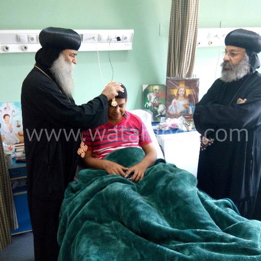 الأنبا رافائيل والأنبا بيمن يزورا مصابي تفجيرات كنيسة مارجرجس بالمعادي العسكري (3)
