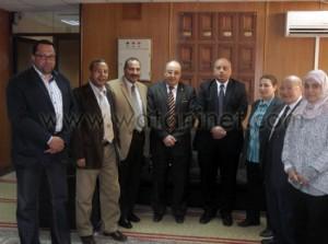 صلاح البلال رئيس جامعة مدينة السادات يرافقه الدكتور عصام الدين متولى نائب رئيس الجامعة (2)