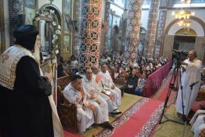 الأنبا ديمتريوس يحتفل بعيد الصليب بملوي