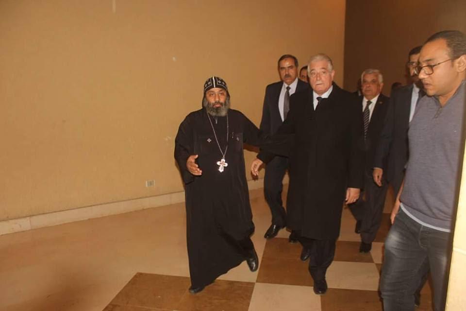 محافظ جنوب سيناء يُرسل برقية عزاء للأنبا أبوللو
