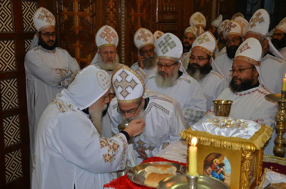 الأنبا ديمتريوس يترأس إجتماع كهنة ملوي (1)