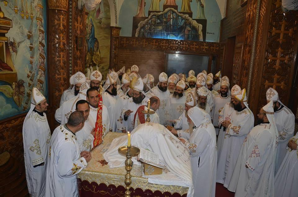 الأنبا ديمتريوس يترأس إجتماع كهنة ملوي (5)