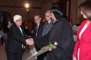 الأنبا ارميا يكرم أمهات الشهداء بالمركز الثقافي6